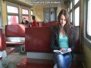 เจอกันบนรถไฟแล้วถูกใจพากลับมาเย็ดที่บ้านเลยโดนไปสองควยมันๆ