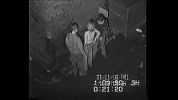 xnxxสาวใหญ่รุ่มแม่โดนสองหนุ่มพามาเย็ดหีในซอยเปลี่ยวผลัดกันเย็ดหีอย่างเร่งรีบกลัวว่าจะมีคนมาเห็นxxx