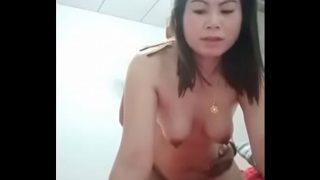 คลิปหลุดสาวไทยรุ่นใหญ่หุ่นอวบอ้วนตั้งกล้องถ่ายคลิปแก้ผ้าเอากับผัวในห้องนอนท่าหมาอย่างเสียว
