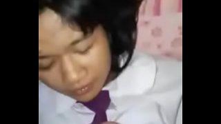 ดูหนังโป๊ฟรีเด็กนักเรียนสาวไทยหน้าบ้านๆนอนชักว้าวให้แฟนหนุ่มแตกราดเต็มหน้า
