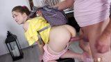 หนังxxxวัยรุ่นสาวเสื้อเหลืองตูดใหญ่โดนผัวควยโตจับถอดกางเกงเย็ดหีท่าหมา