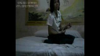 แอบถ่ายนักศึกษาสาวไทยตัวเล็กๆหน้าบ้านๆรับงานไปนอนเย็ดกับเสี่ยใหญ่ในโรงแรมม่านรูด