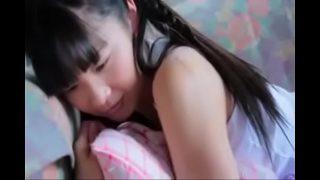 หนังโป๊ดูฟรีเด็กวัยรุ่นสาวญี่ปุ่นหน้าตาดีผิวอย่างขาวโดนหนุ่มใหญ่รุ่นพ่อบ้ากามลากไปเย็ดหีในห้องนอน