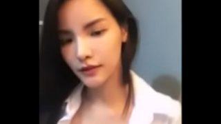 คลิปxxxนักศึกษาสาวไทยงานดีสวยสุดๆไลฟ์สดแก้ผ้าโชว์ความเซ็กซี่ให้หนุ่มได้ดู